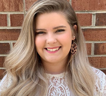 Hey y'all, I'm Anna Kate. I was born and raised in Spartanburg! I am very passionate about the beauty industry. I absolutely love doing updos! I love giving my clients a good blowout so they can wear their hair out anywhere. I am always taking new clients and would love to have you in my chair! ❤️